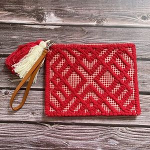 PIPER   Woven wristlet bag with tassels